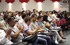 Публиката аплодира лекторите