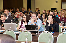 Публиката се наслаждава на презентациите
